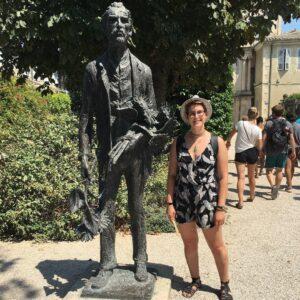 Anna Merkel next to statue